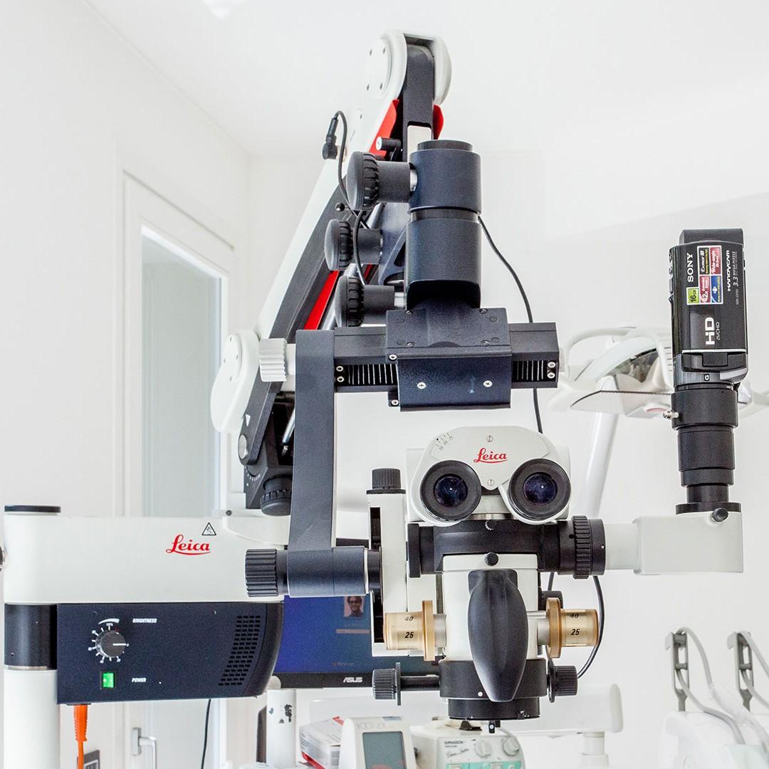 Microscopio - Dott. Giuseppe Marras: Studio Dentistico - Jesi - Via Polonia, 1 (AN)