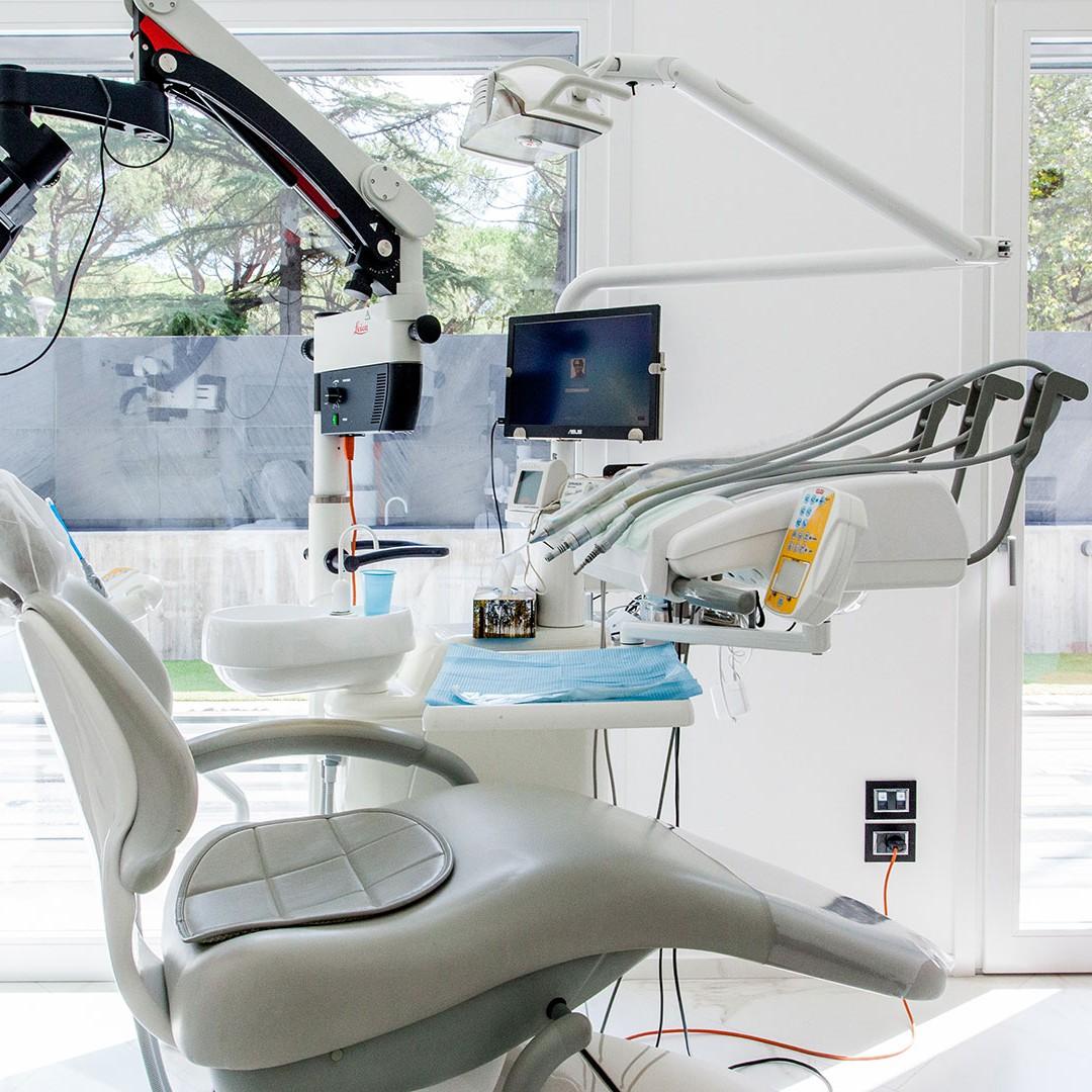 Riunito 9 - Dott. Giuseppe Marras: Studio Dentistico - Jesi - Via Polonia, 1 (AN)