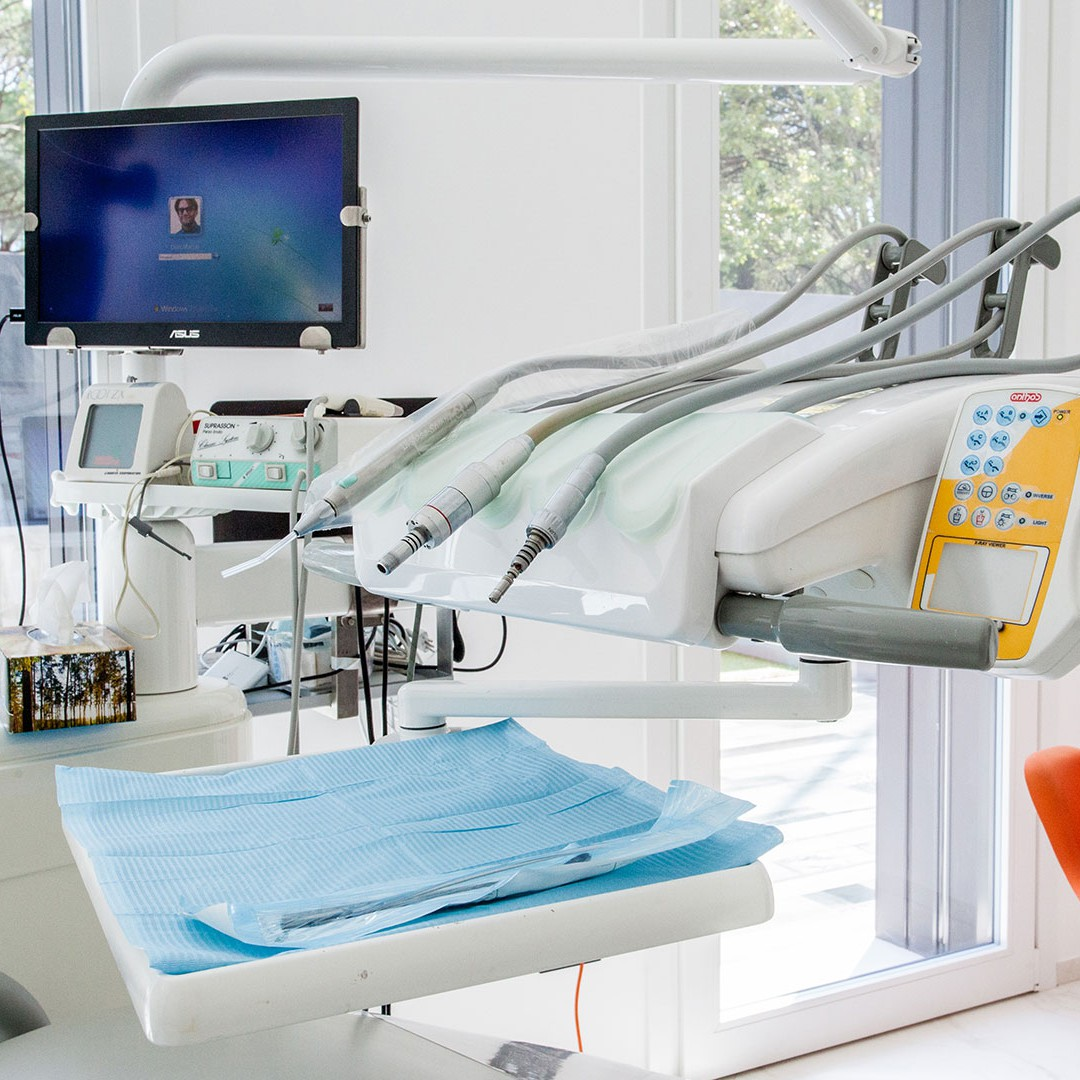 Riunito - Dott. Giuseppe Marras: Studio Dentistico - Jesi - Via Polonia, 1 (AN)