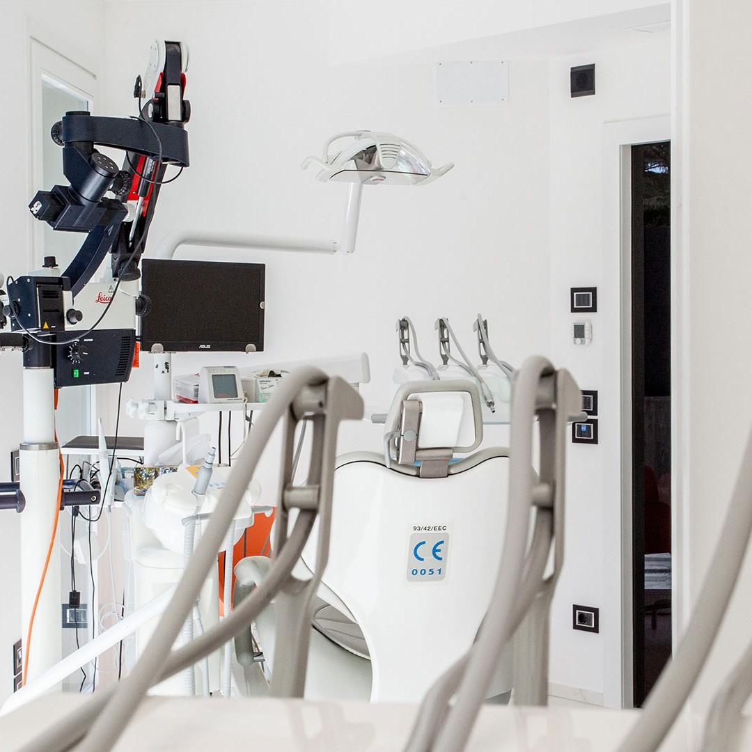 Riunito 7 - Dott. Giuseppe Marras: Studio Dentistico - Jesi - Via Polonia, 1 (AN)